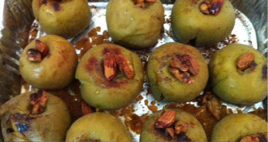 תפוחי עץ אפוי בסילאן וקינמון