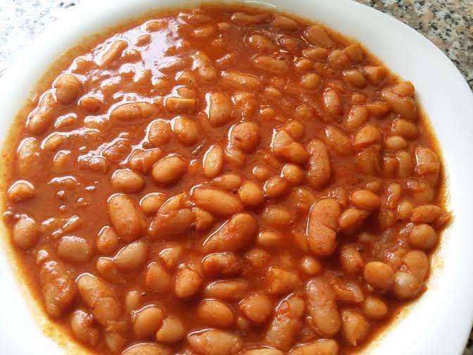 תבשיל מהיר וקל לשעועית לבנה ברוטב אדום משגע