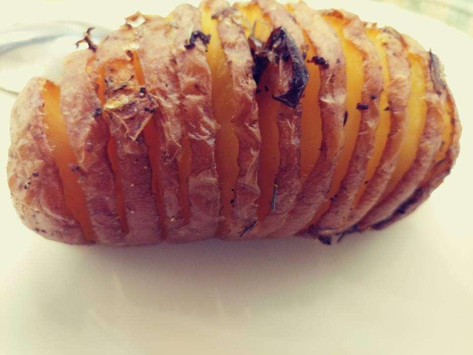 מניפות תפוחי אדמה בעשבי תבלין ושמן זית
