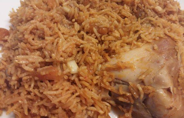 תבשיל עוף עם אורז וירקות שחום וריחני המחמם את הלב