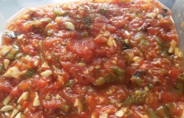 סלטה משווייה סלט עגבניות ופלפלים קלויים על האש